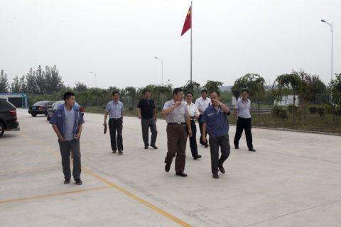 青岛农机局领导参观我公司。